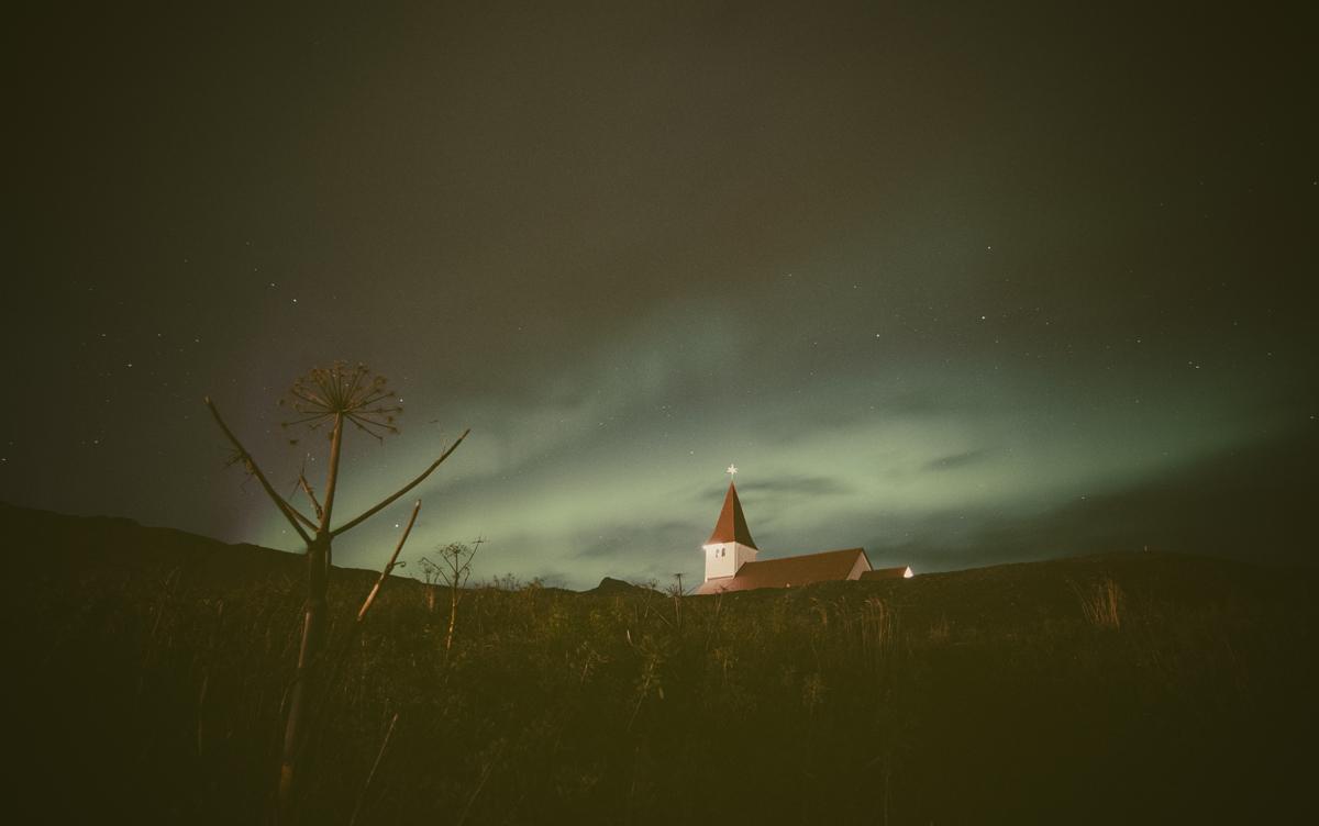 Aurora boreal sobre Vík.