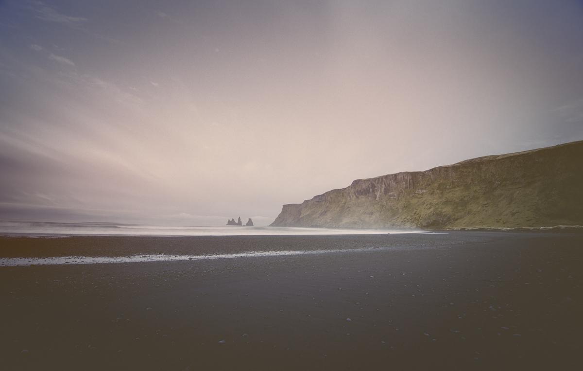 Reynisdrangar, desde la playa de Vík.